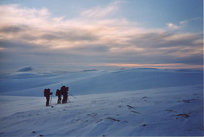 Darkness closing in, looking for the route across Grahoe, Rondane, Norway 12/3/2004 - Picture by Anne-lise Labeyrie